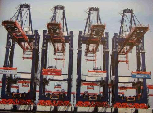 65米,并备有12座超巴拿马型岸吊和4座集货船﹨驳船专用吊机,可提供